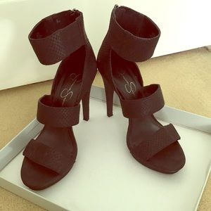 Black Jessica Simpson's snake skin heels!
